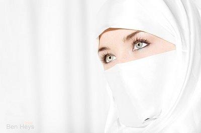 western_eyes_muslim_hijab